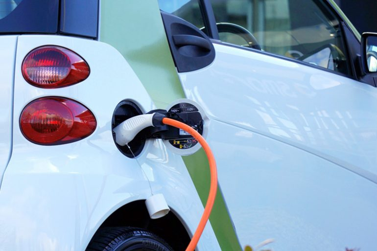 Cresce il mercato delle auto elettriche: + 54% nel 2017