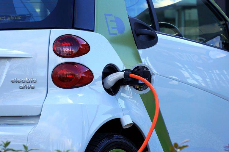 Colonnine di ricarica per veicoli elettrici: le linee guida dei Vigili del Fuoco