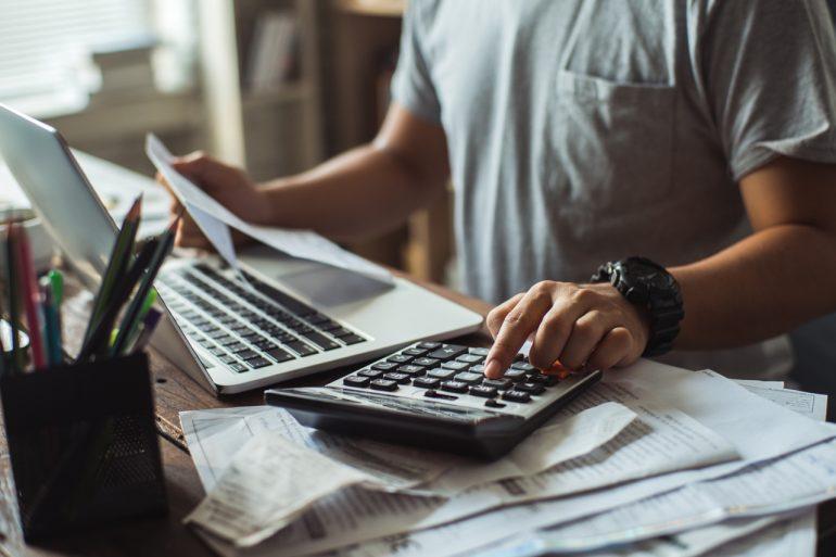 ARERA rende esecutivo il taglio delle bollette annunciate sul Decreto Rilancio. Risparmi fino al 70% per le utenze non domestiche.